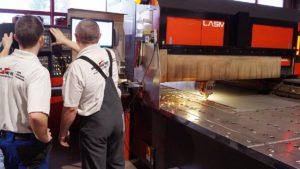 Laserschneiden an der Maschine